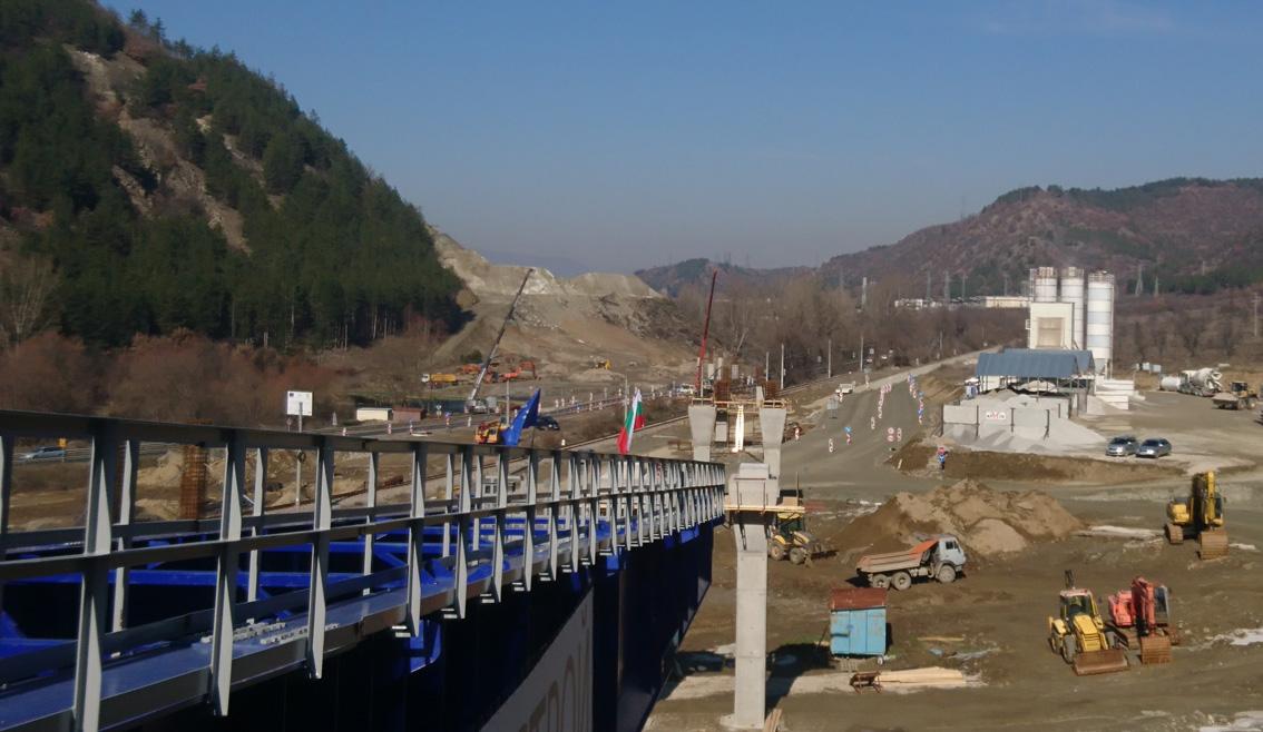 Прокопани са първите 400 м от тунел Железница на АМ Струма