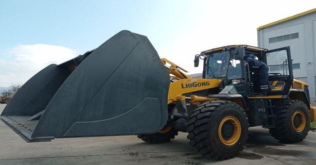 Челен товарач и мотокари и за столично предприятие за третиране на отпадъци