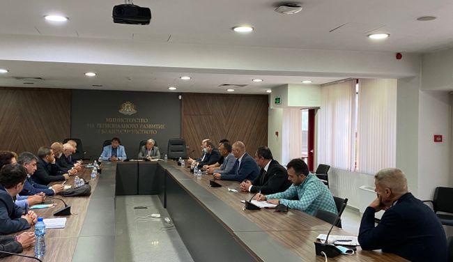 Зам.-министър Граматиков: Дължимите пари към строителните фирми трябва да бъдат платени